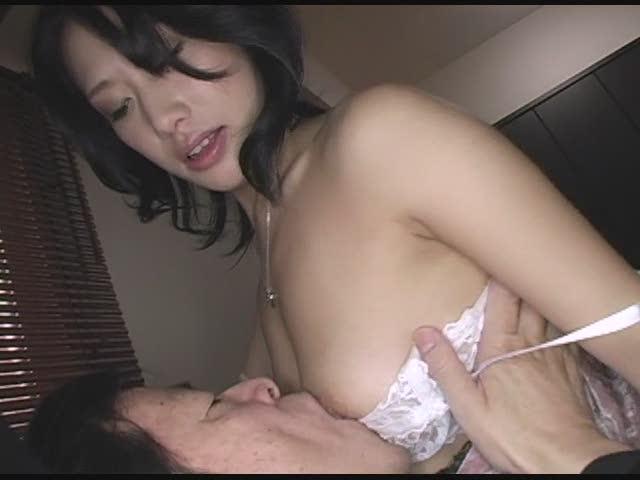 【OLセックス動画】オフィスで潮吹きしてしまう変態OLはパイズリが得意な淫乱女