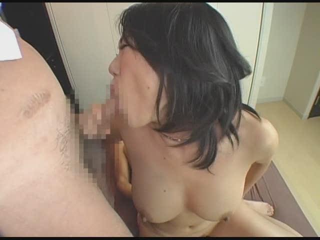 超絶デブな爆乳熟女が若い2本の肉棒で激しく突き上げられ