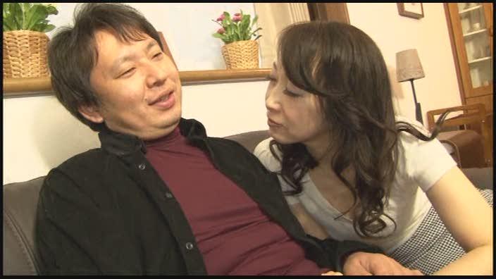 嫁の母は、淫語責めしながら何度も寸止めさせる熟痴女 田中菜留美