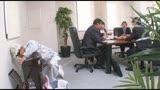 「仕事中に尿意を我慢できず会社の死角で隠れションするお尻丸出しインテリOLはヤられても拒めない」VOL.210