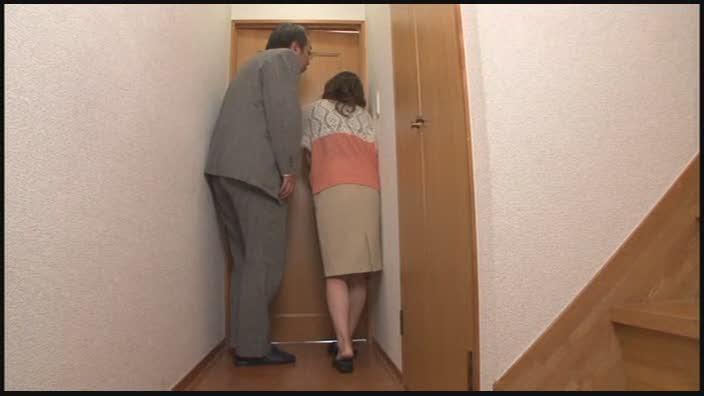 アダルト動画『若妻が旦那の前で寝取られ不倫セックス』