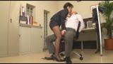 寸止め焦らし痴女のいる職場 お仕事中のお姉さんは制服のまま亀頭責め手コキをするのがお好き!31