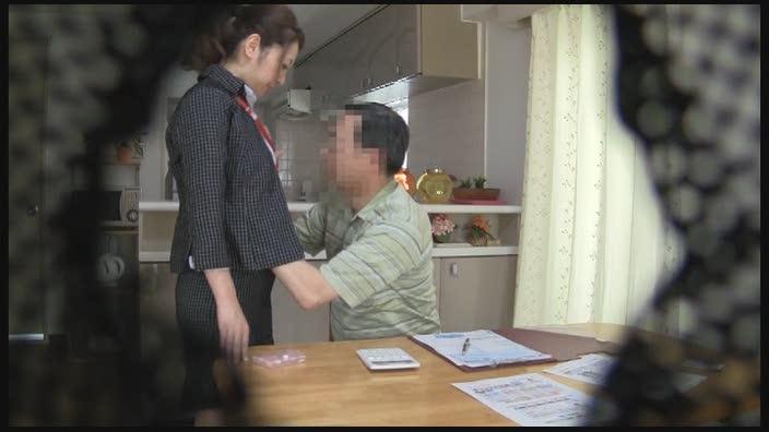 意外とヤレる!! 保険外交員のオバサン