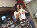 近親相姦 中出し親子 母さんの下着と息子の下半身・・・高坂保奈美