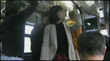 痴漢バス盗撮 〜通勤中の人妻に車内で執拗に迫る手激撮〜/