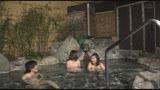 「『おばさんを興奮させてどうするの?』温泉旅館でヤりまくりSPECIAL 王様ゲームで勃起した青年チ○ポを押しつけられたおばさん妻は嫌がりながらも本当はママ友に自慢したい」VOL.223