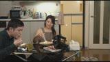 「台本は一行!『童貞クンのお相手をしてあげて下さい』のみ!!熟女優  松沢ゆかり 44歳が自宅で筆おろしのお手伝い」17