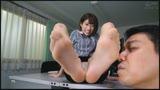 女の臭い足舐め14