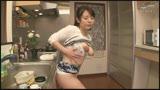 夫婦ゲンカで家出してきた隣の奥さん〜背徳感のある壁一枚向こう側の浮気セックス〜 牧村彩香 40歳23