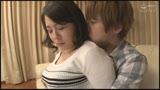 夫婦ゲンカで家出してきた隣の奥さん〜背徳感のある壁一枚向こう側の浮気セックス〜 牧村彩香 40歳26