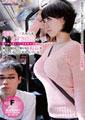 通勤バスで、カバンをたすき掛けして胸の間に通している巨乳の女は、胸が強調されて男たちの視線を浴びていることに気がついている。