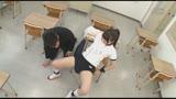 女の子同士の罰ゲームなのか!?可愛い女子がブルマ姿で固定バイブに拘束されてる姿を学校で目撃!!しかも体には『私はとってもHが大好きです!!』と張り紙が!?/