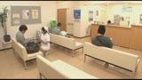 待合室でソソる看護師の立て膝パンチラ!白パンストの下にハッキリ見えるスケスケ黒パンツにドキドキ・・・13