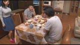 夫の弟に家庭内セックスを迫られ強く拒めない欲求不満のカラダ、禁断の近親相姦で40代にして人生初の絶頂潮と体液をダラダラ漏らす巨乳兄嫁 しのさん(44)/