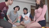 息子の友達のマセガキ共に性処理をさせられる母親〜葵百合香/