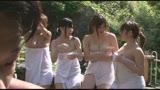 混浴露天風呂で巨乳のお姉さん達に囲まれた僕はフル勃起、まずいと思ったがおさまりきらないチ○ポに優しくしてくれた/