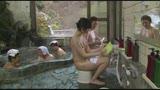 混浴温泉で奇跡の若い女性客と遭遇!興奮してたら湯船からチ○コがにょっきり!ニューハーフと気づいても僕の勃起も収まりつかずヤッてしまいました28