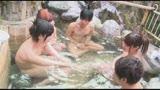 混浴温泉で奇跡の若い女性客と遭遇!興奮してたら湯船からチ○コがにょっきり!ニューハーフと気づいても僕の勃起も収まりつかずヤッてしまいました2