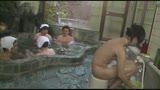 混浴温泉で奇跡の若い女性客と遭遇!興奮してたら湯船からチ○コがにょっきり!ニューハーフと気づいても僕の勃起も収まりつかずヤッてしまいました29