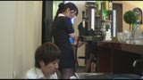 近所の奥さんが集まる昼下がりのセレブカフェ、夫には見せたことがないミニスカパンチラで俺のチ○ポを誘い尻に擦りつけ店内で挿入させられた!10