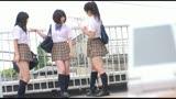 女子校生の汗や雨で濡れた透けブラとパンチラって最強だよね。 街で偶然見かけた女子校生の透けブラとパンチラをず〜と見てたら、不審者と思われて逃げられた。/
