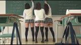クラスメイトのニーハイ太ももがおいしそうなうえに、チラッと見えたスカートの中はなんとTバック! ニーハイTバック女子校生の甘い吐息を聞きながら包み込まれました。0