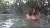 混浴温泉でママ友たちのデカパイが目の前に!湯舟から飛び出した元気チ〇ポに奥様たちも大興奮。洗うふりして握りしめたイチモツをマ〇コに誘う巨乳ママたち15人スペシャル240分4