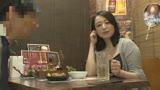 「おばさんを酔わせてどうするつもり?」若い男女で溢れ返る相席居酒屋で一人呑みしている熟女を狙い撃ちで口説いてお持ち帰り!寂しさと欲求不満が募った素人奥さんの乾いたカラダはよく濡れる!!VOL.160