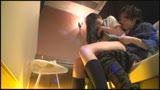 日本最大の繁華街にある「老舗おっぱいパブ」では新人嬢がベテラン嬢から客を奪うために内緒でセックスさせてくれる。しかも生で。325