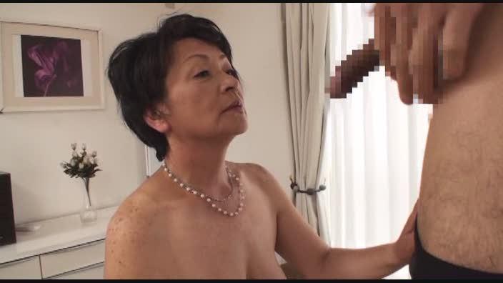 ショートカット五十路熟女画像