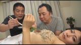 寝取られ主観 嫌がる顔がたまらない関西弁の若妻 水城りの 33