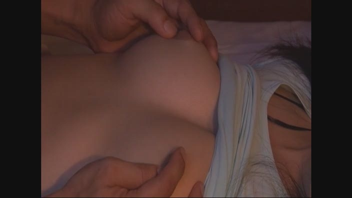 2段ベッドが揺れるほど感じる姉の喘ぎ声を聞いて発情しだす妹6