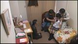 家族に内緒で実家の子ども部屋におじさん3人連れ込む地味っ子4
