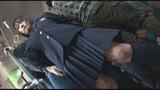 満員バスで背後から制服越しにねっとり乳揉み痴漢され腰をクネらせ感じまくる巨乳女子○生 412