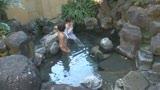 混浴温泉でタオル越しに触られ授乳期を終えたふわふわ乳首をカチカチにして感じる敏感妻4