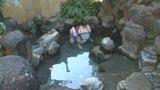 混浴温泉でタオル越しに触られ授乳期を終えたふわふわ乳首をカチカチにして感じる敏感妻5