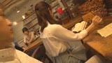 カフェ娘連鎖痴漢 営業中の店内でイキ堕ちた言いなり店員を利用する数珠つなぎ痴漢計画20