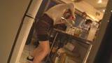 カフェ娘連鎖痴漢 営業中の店内でイキ堕ちた言いなり店員を利用する数珠つなぎ痴漢計画8