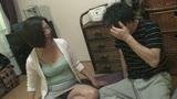 夫と喧嘩して息子のアパートにきた小田原の母 筒美かえで 55歳21
