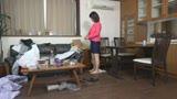 箱根から上京した嫁の母が…巨乳義母 福山いろは 46歳5