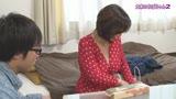 何気ない仕草が妙に色っぽい大家のおばちゃんとヤリたい(2)/