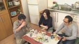 面倒見が良すぎるアパートの管理人のおばちゃんはポコチンの世話もしてくれるのか(3)15