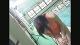 名門スイミングスクール美人コーチ夏合宿で後輩を指導する元水泳アスリートをプールでAVデビューさせちゃいます!!/