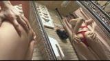 鏡の中の自分に卑猥淫語を浴びせてオナニー/