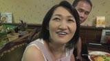 街の洋食屋と中華料理屋のおっかさんがAVデビュー!美味しいのはどっち? 柚木しほ 50歳 三峰かずこ 48歳20