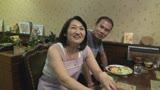 街の洋食屋と中華料理屋のおっかさんがAVデビュー!美味しいのはどっち? 柚木しほ 50歳 三峰かずこ 48歳21
