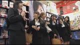 SOD女子社員 マジックミラー号と店舗で初めての逆ナンパ研修 デカチン 早漏チ〇ポ 連射チ〇ポをハーレムプレイで射精天国/
