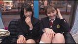 女子〇生たちが新作リップのモニターではじめてのベロチュウ体験!大人の濃厚キスでトロトロになったウブカワマ○コにビターなデカチンザーメンをプレゼント! マジックミラー号 22