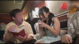 人妻社員が友人の結婚式三次会で「SOD女子社員なんでしょ?」と盛り上がった同級生たちとのエロいゲームに「恥ずかしい」とか言いながらも酔ってだんだんエスカレート7