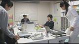 本庄鈴 誰もが振り返る長身パンツスーツOLと禁断の社内性交28